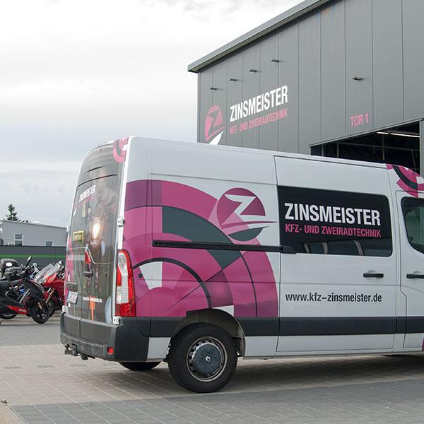 Kfz Zinsmeister – Hallenbeschriftung und Fahrzeugfolierung